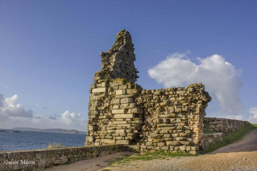 Restos fortaleza de A Lanzada