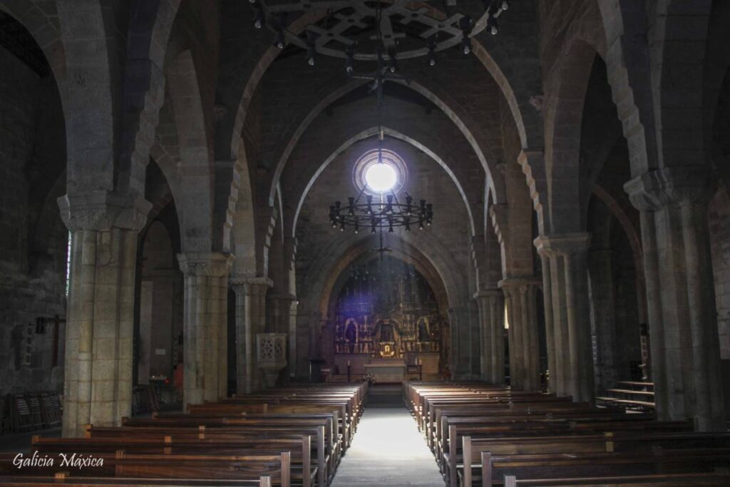 Interior de la iglesia de Santa María de Baiona