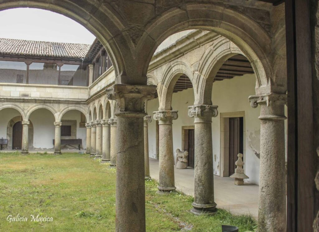 Claustro del monasterio de Ferreira de Pantón