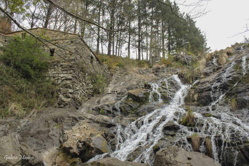 Cascada y molino