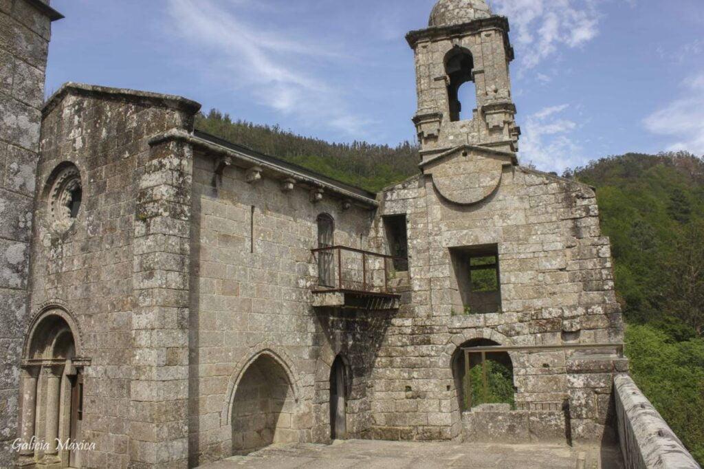 Iglesia de Caaveiro