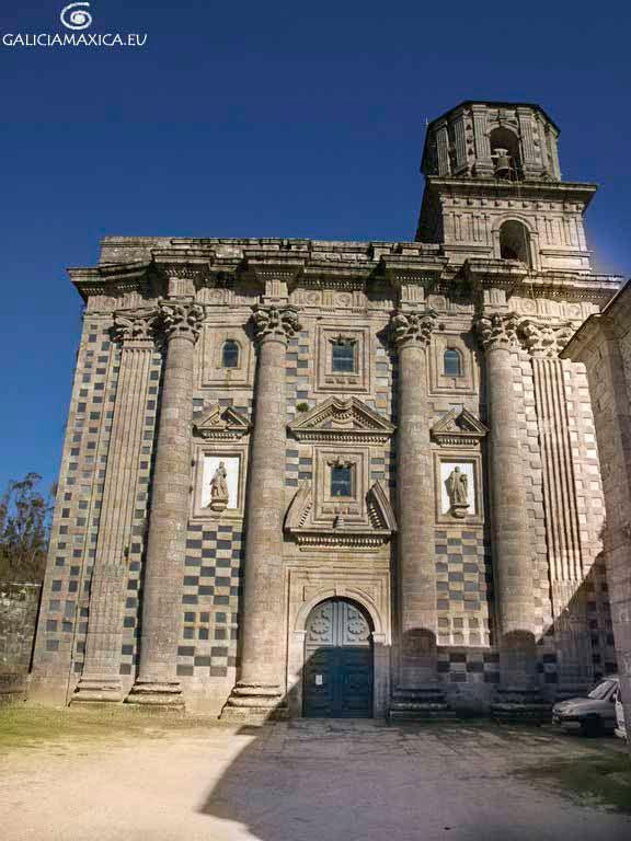 Fachada iglesia de Monfero