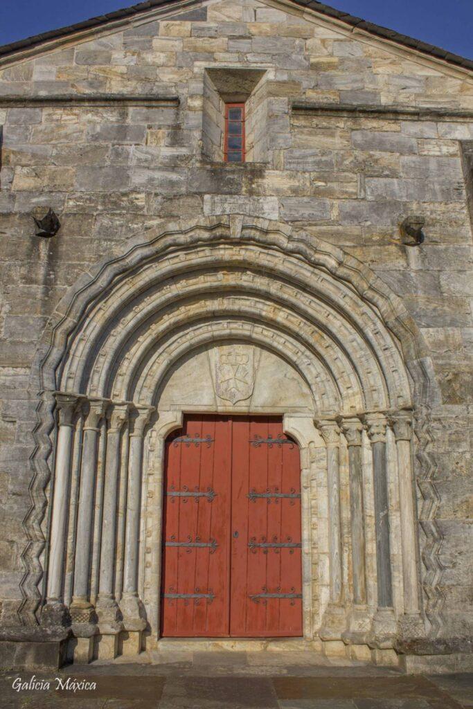 Portada iglesia San Fiz