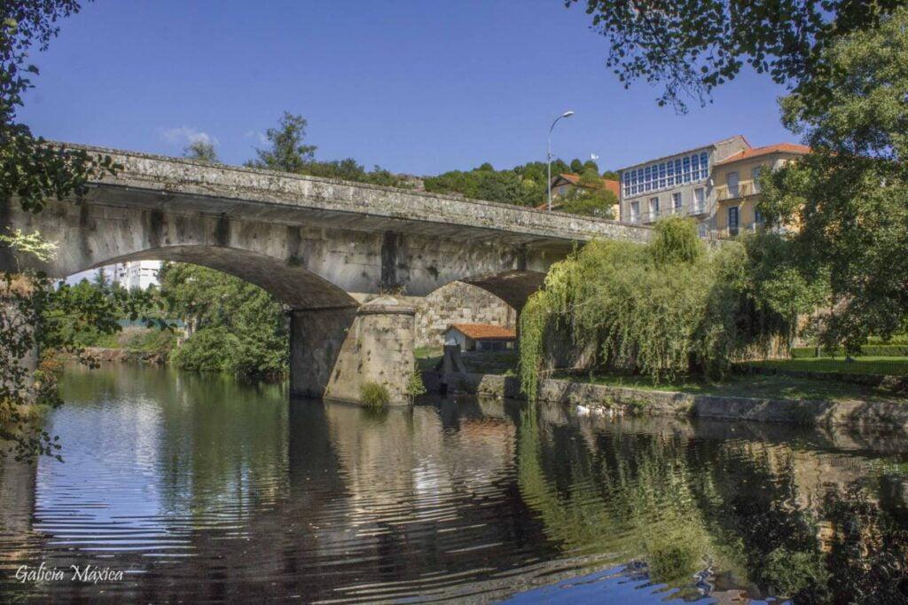 Puente sobre el río Arnoia