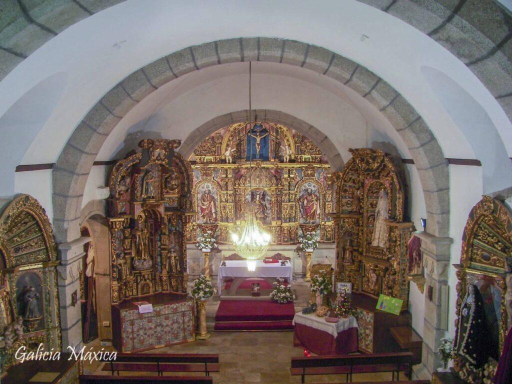Interior de la iglesia de Mos