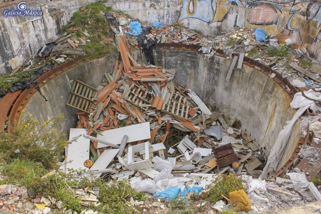 Basurero de ruinas militares