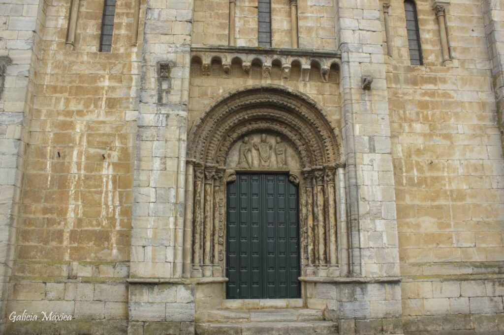 Portada románica