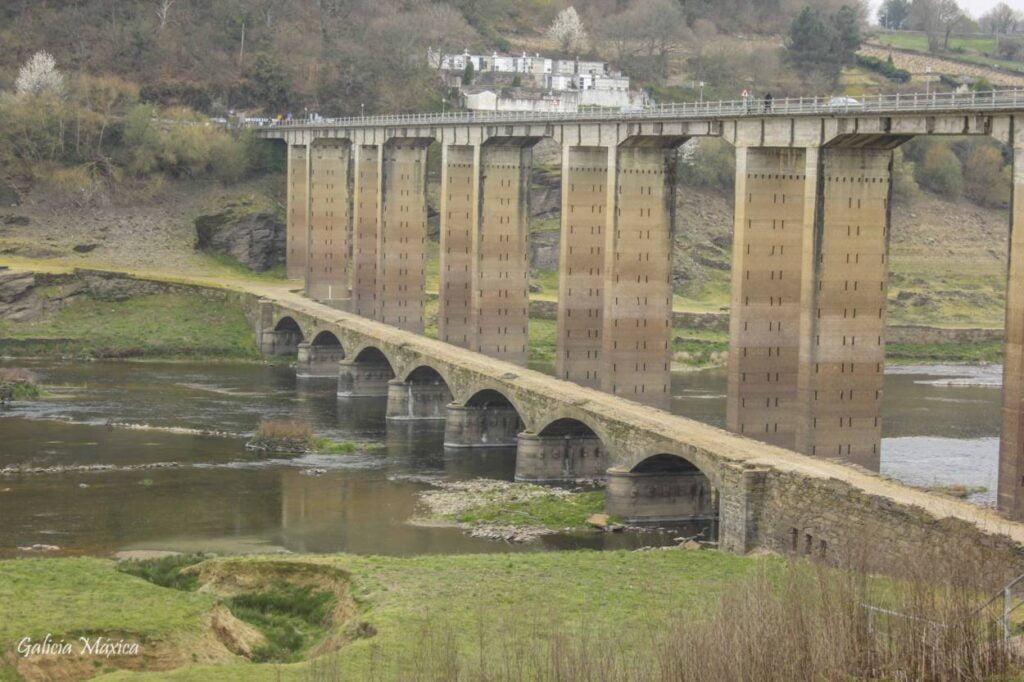 Puente del siglo XIX de Portomarín