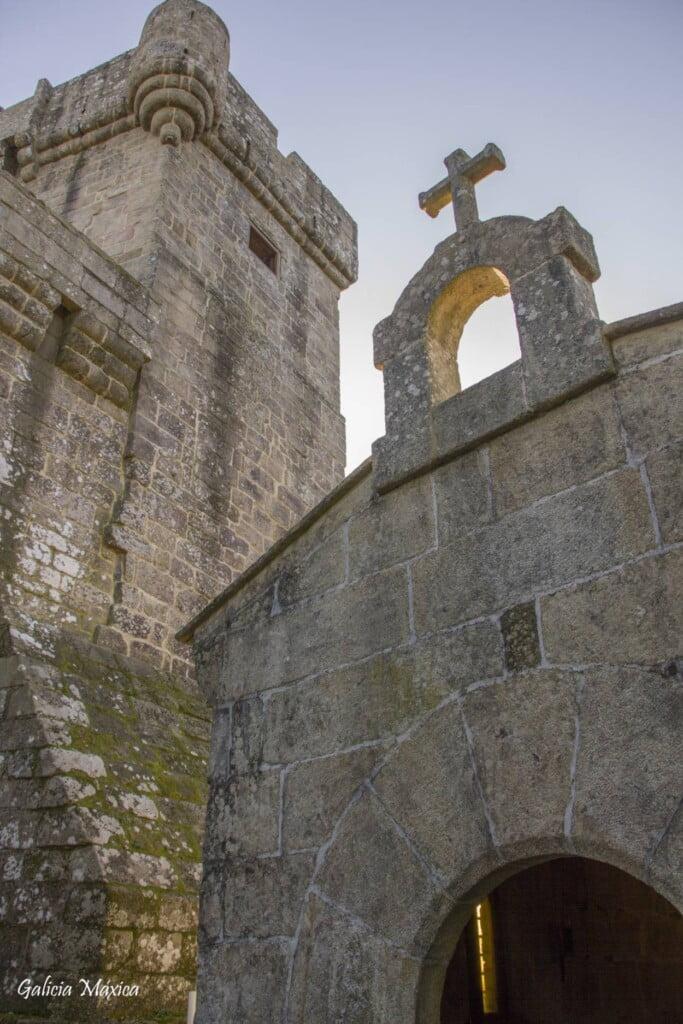 Capilla y torre de Sobroso