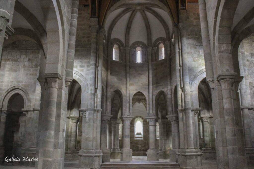 Interior de la iglesia del monasterio de Carboeiro