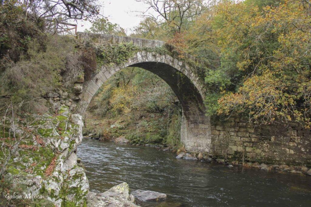 Ponte do Demos sobre el río Deza
