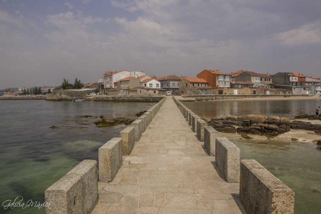Puente de la isla y barrio de San Sadurniño
