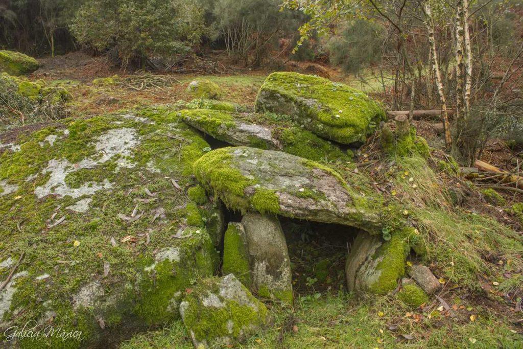 Entrada a un chozo megalítico