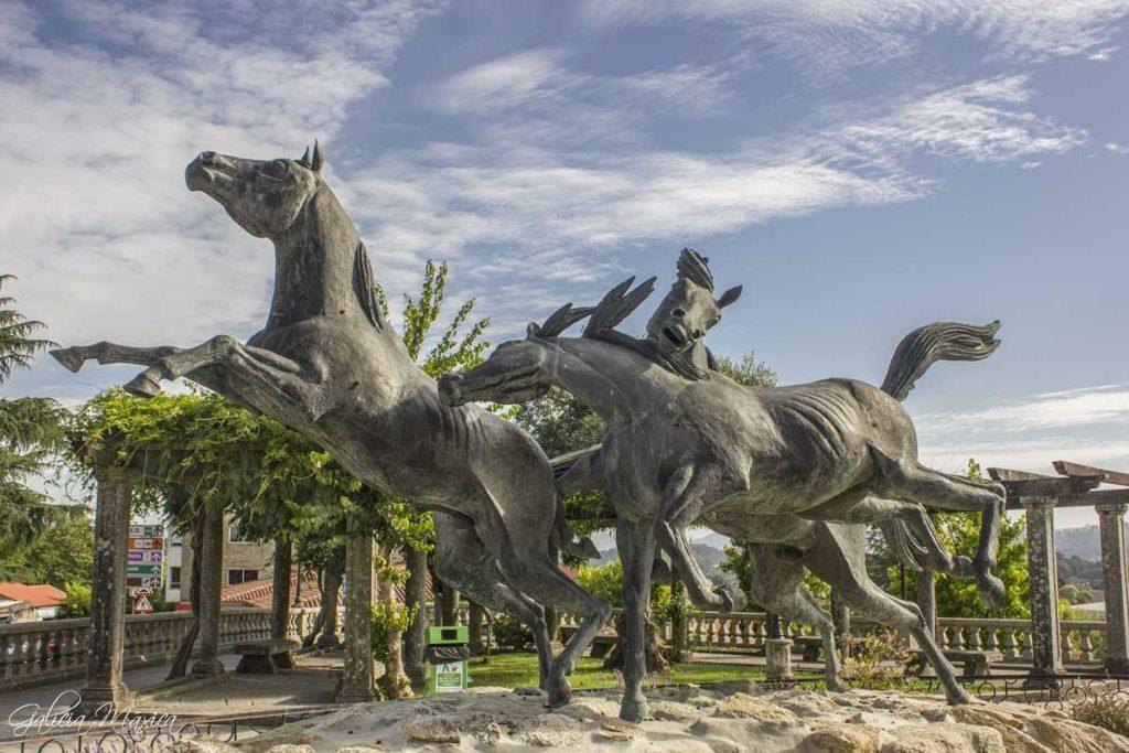 Monumento caballos