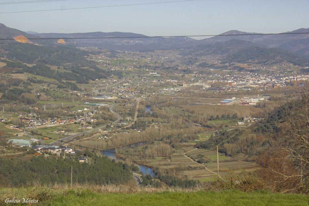 Vista panorámica del valle del Sil desde Correxais
