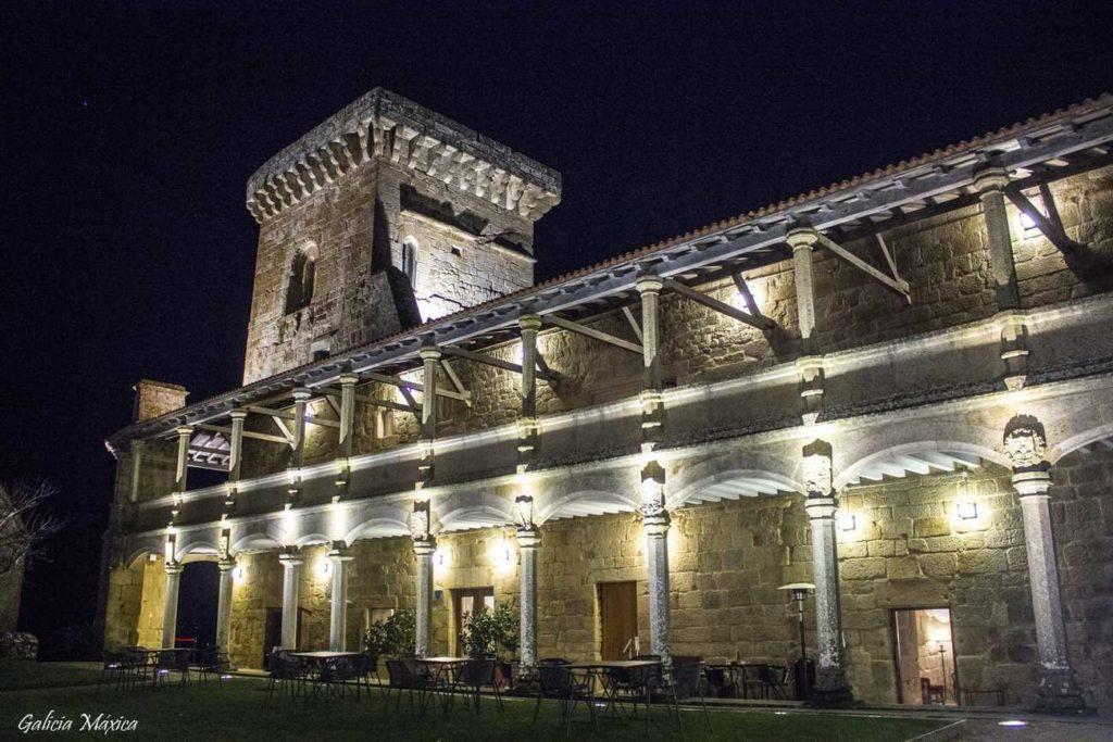 Fortaleza de Monterrei de noche