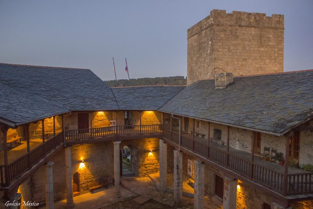Patio del castillo de Castro Caldelas