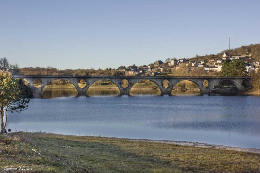Puente de A Veiga y embalse de Prada