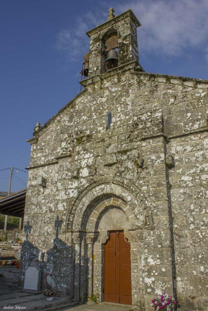 Fachada de la Iglesia de Asperelo