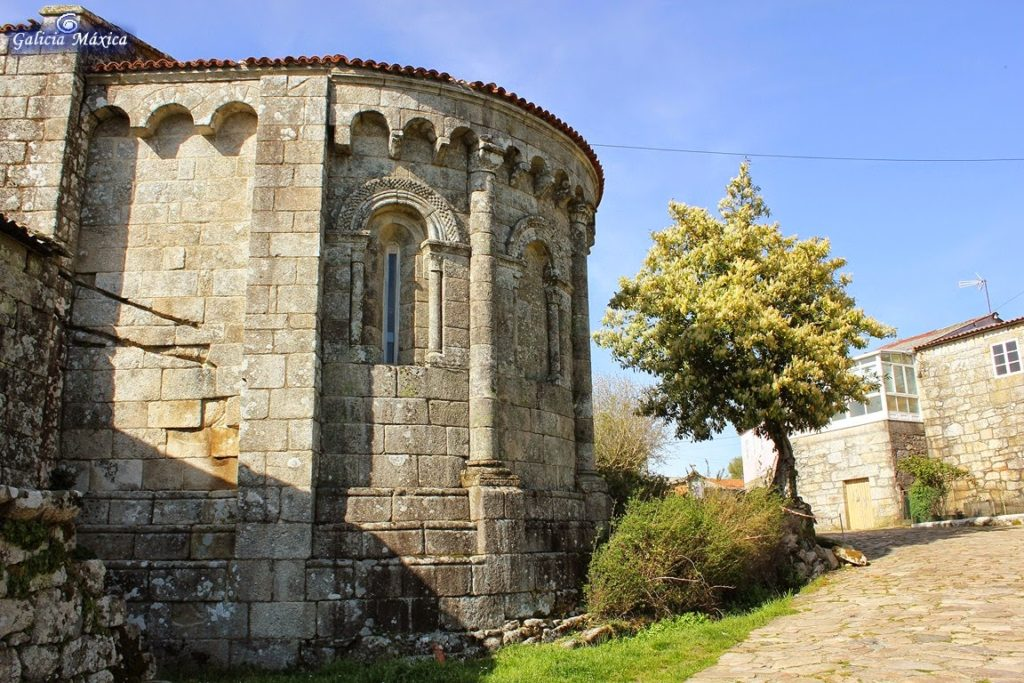 Ábside de la iglesia de Dozón