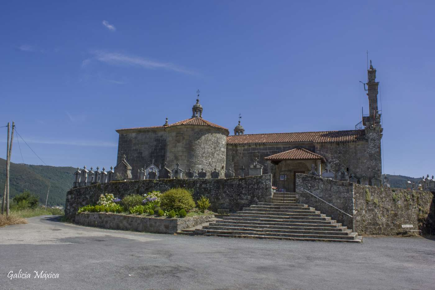 Iglesia de Santiago de Carracedo
