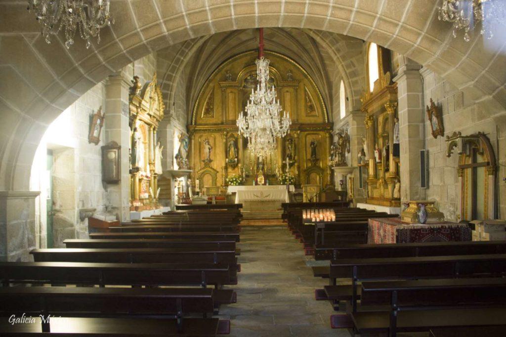 Interior de la iglesia de Aldán