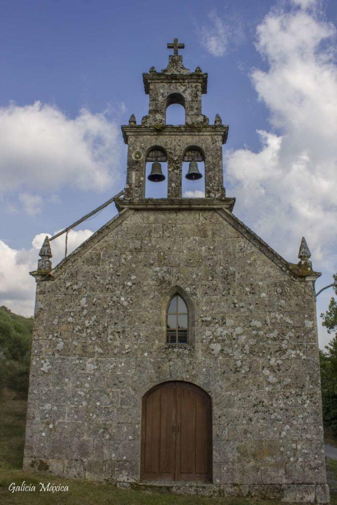 Fachada iglesia de Rocas