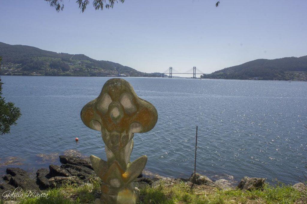 Escultura y puente de Rande