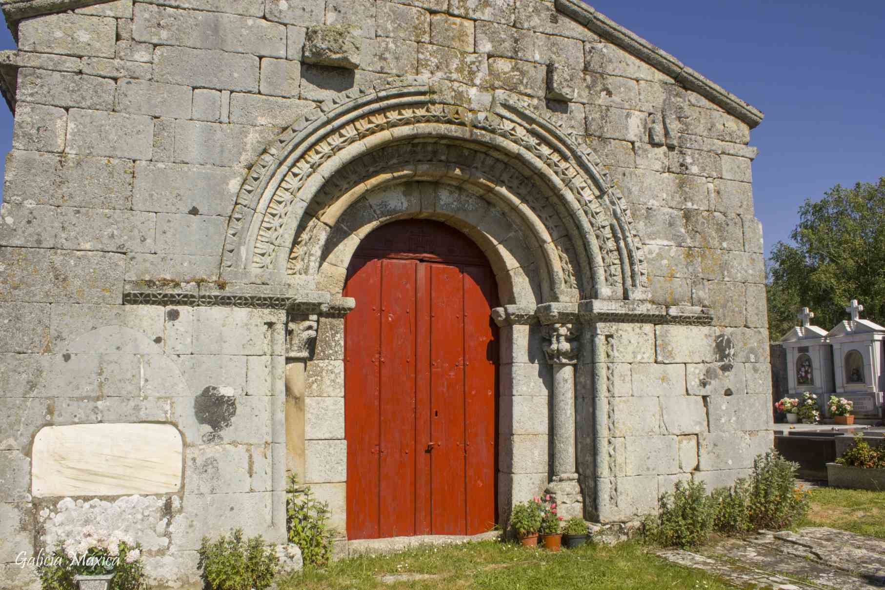 Iglesia de Vilar de Lebres