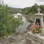 Cruz monumento a Saturnino Groba