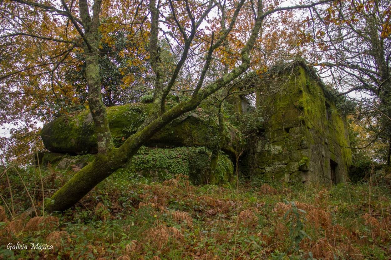 Ruinas de la casa rectoral de Lira
