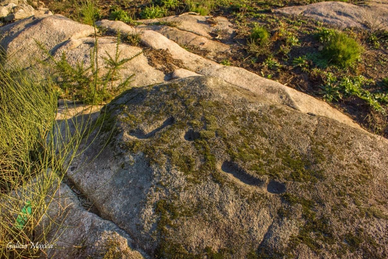 Roca con los petroglifos
