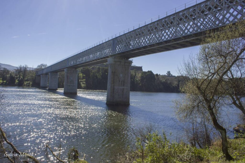Puente sobre el río Miño