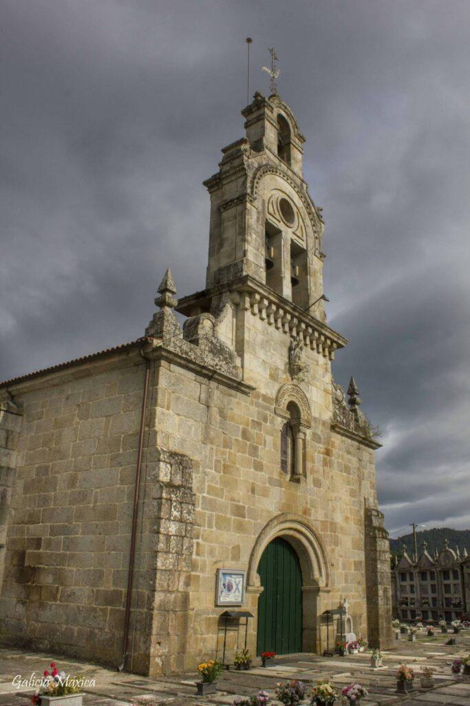 Fachada de la iglesia de Arnoia