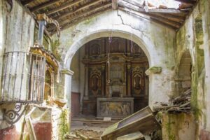 Interior de la iglesia de Loeda