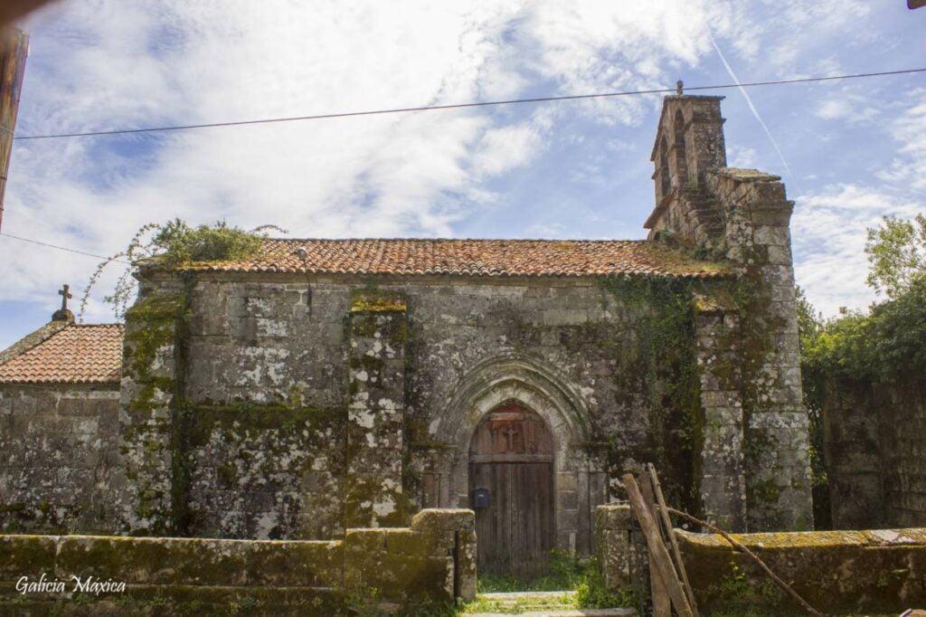Fachada norte de la iglesia del monasterio de Lobás