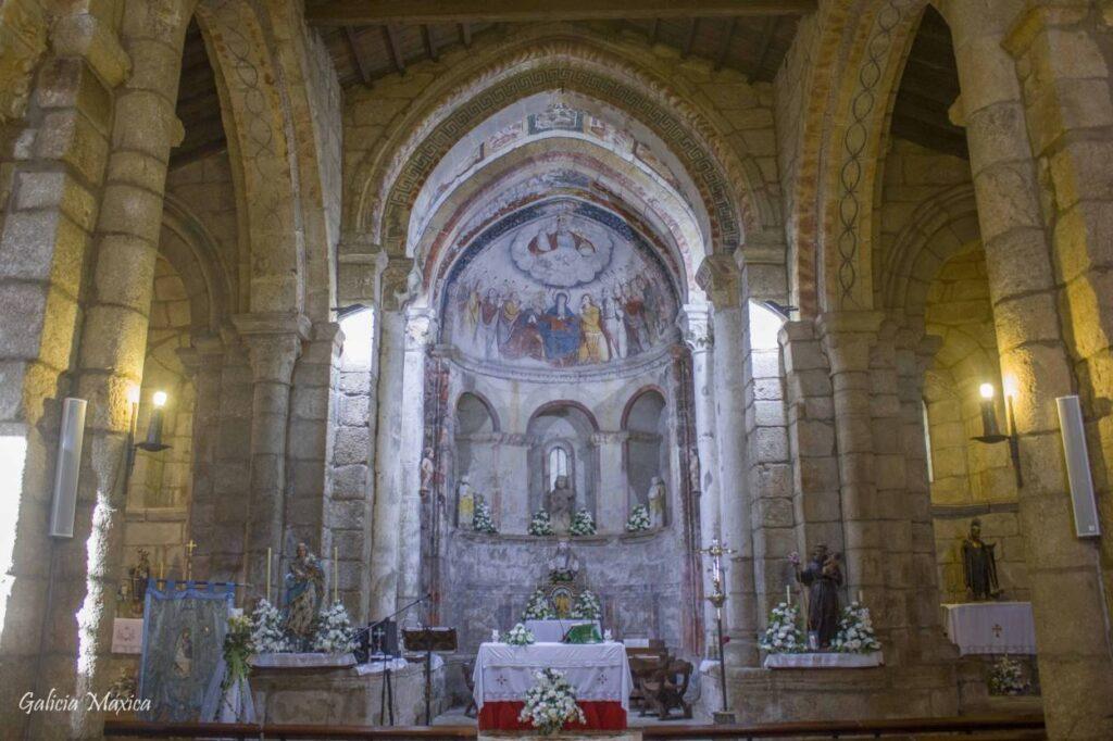 Interior de la iglesia de Camanzo
