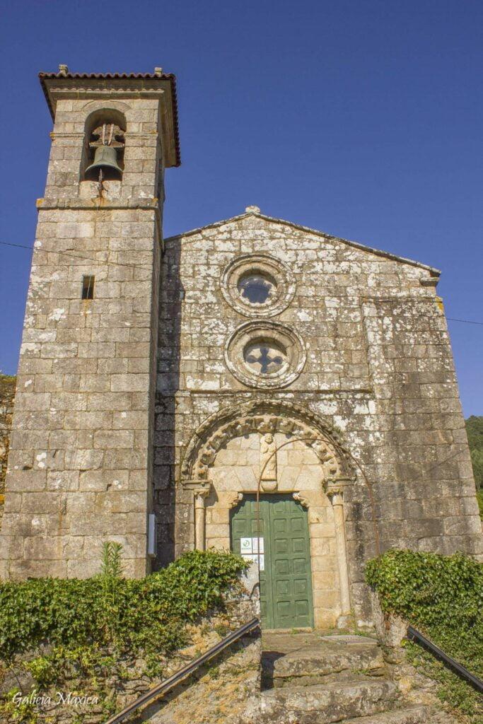 Fachada iglesia de Camanzo