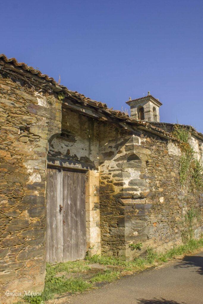 Puerta de acceso al monasterio