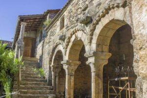 Claustro románico del monasterio de Camanzo