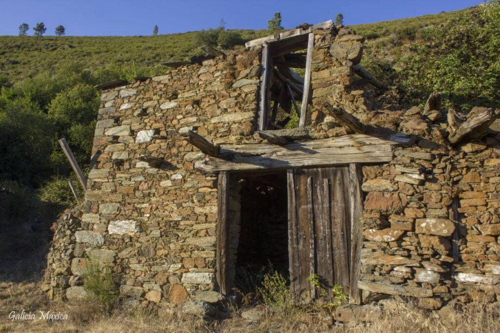 ruinas en A Veiga en San Fiz Vellos