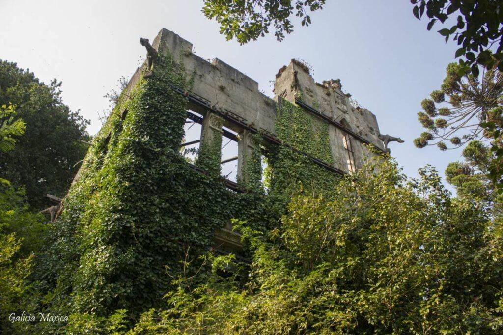 Ruinas del pazo abandonado