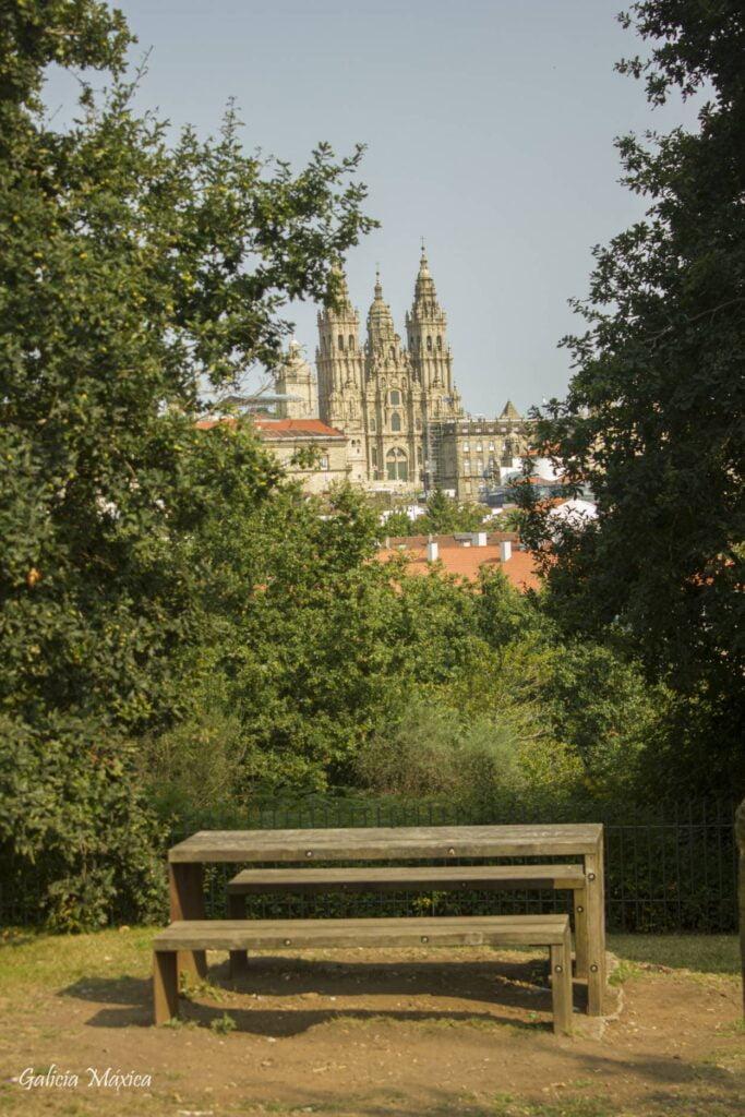 Catedral de Santiago desde la finca del Pazo do Espiño